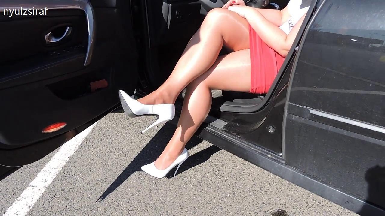 Tamia platform high heels smoking and crushes a cigarette 2