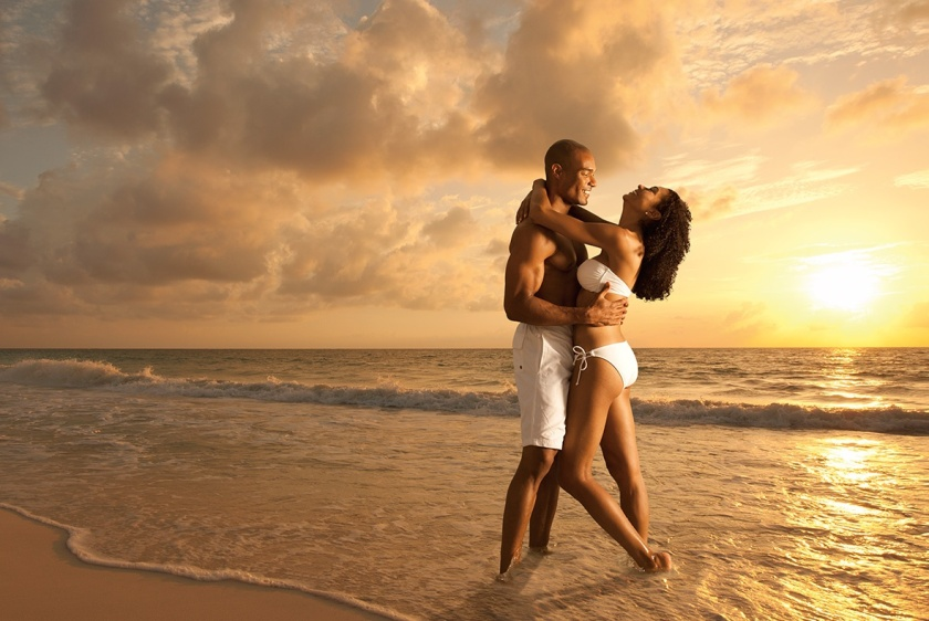 screenboxbrand-resorts-slideshow-semb_afroamericancouple_beach2_1_1800x790gk-is-202