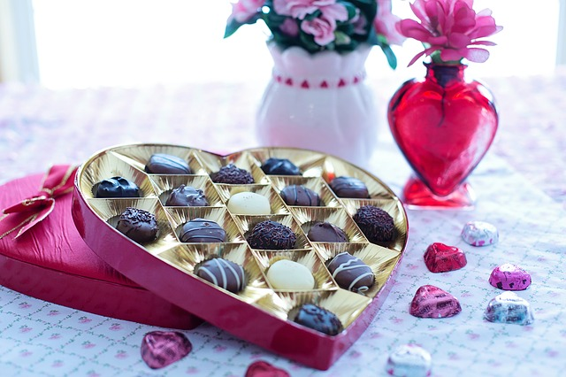 valentines-day chocolates-1182252_640